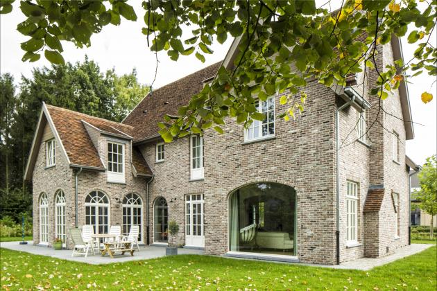 Villa met recuperatie materialen (Destelbergen)