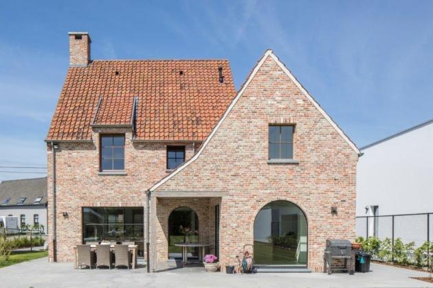Vrijstaande woning met panoramisch raam en oversteek (Puurs)